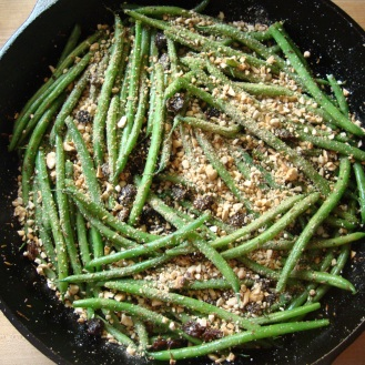 Rima's Indian Green Beans https://bigsislittledish.wordpress.com/2011/01/06/rimas-indian-inspired-green-beans/