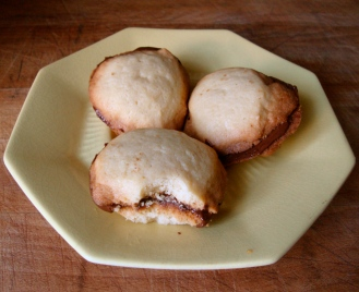 Gluten-Free Butter Cookies with Chocolate Hazelnut Filling https://bigsislittledish.wordpress.com/2012/02/02/butter-cookies-with-chocolate-hazelnut-filling-gluten-free/