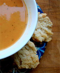 carrot soup with fennel and thyme https://bigsislittledish.wordpress.com/2011/01/26/carrot-soup-with-fennel-and-fresh-thyme-with-biscuits-traditional-and-gluten-free/