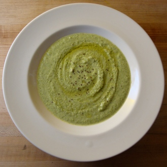 Curried Broccoli Soup with Cashew Cream https://bigsislittledish.wordpress.com/2012/02/05/curried-broccoli-soup-with-cashew-cream-vegan/