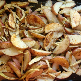 Za'atar Roasted Potatoes and Fennel https://bigsislittledish.wordpress.com/2012/03/24/roasted-potatoes-and-fennel-with-zaatar/
