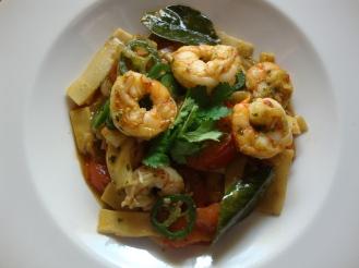 Thai Shrimp Stir Fry with Garlic, CIlantro and Peppercorn https://bigsislittledish.wordpress.com/2012/05/04/thai-shrimp-stir-fry-with-garlic-cilantro-and-peppercorns/