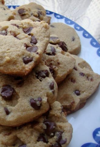 Gluten-Free Chewy Chocolate Chip Cookies made with Amaranth, Brown Sugar and Sea Salt https://bigsislittledish.wordpress.com/2012/04/06/chewy-chocolate-chip-cookies-made-with-amaranth-brown-sugar-and-sea-salt-gluten-free/