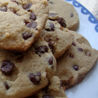 Gluten-Free Chewy Chocolate Chip Cookies made with Amaranth, Brown Sugar and Sea Salt https://bigsislittledish.wordpress.com/2012/04/06/chewy-chocolate-chip-cookies-made-with-amaranth-brown-sugar-and-sea-salt-gluten-free/