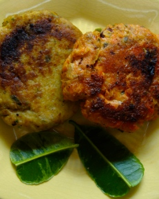 Red Curry Salmon Cakes/ Green Curry Crab Cakes https://bigsislittledish.wordpress.com/2012/05/25/red-curry-salmon-cakes-green-curry-crab-cakes-gluten-free/