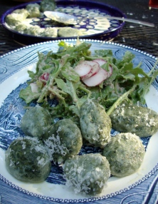 Rocket and Radish Salad with Walnut Vinaigrette https://bigsislittledish.wordpress.com/2012/05/01/naked-and-imperfect-nettle-and-wild-garlic-dumplings-gluten-free-rocket-and-radish-salad-with-walnut-vinaigrette/