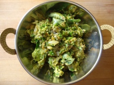 Curried Avocado https://bigsislittledish.wordpress.com/2012/05/27/curried-avocado-indian-guacamole/