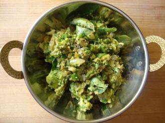 Curried Avocado https://bigsislittledish.wordpress.com/2012/05/27/curried-avocado-indian-guacamole/