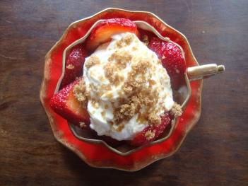 Simple Decadent Strawberry Dessert https://bigsislittledish.wordpress.com/2012/05/28/the-simplest-and-most-decadent-strawberry-dessert/