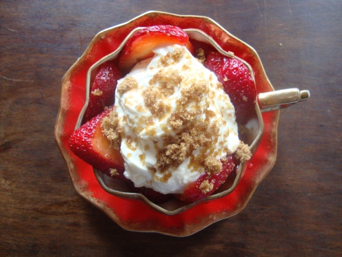 Simple Decadent Strawberry Dessert https://bigsislittledish.wordpress.com/2012/05/28/the-simplest-and-most-decadent-strawberry-dessert/