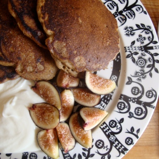 Gluten-Free Sourdough Buttermilk GIngerbread Pancakes https://bigsislittledish.wordpress.com/2012/10/24/sourdough-buttermilk-gingerbread-pancakes/