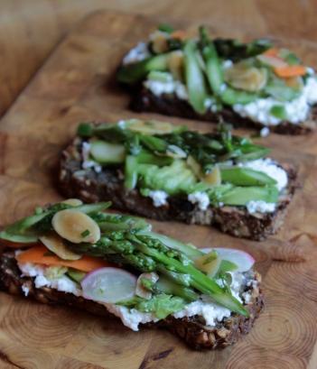 Raw Asparagus Salad https://bigsislittledish.wordpress.com/2013/06/05/raw-asparagus-salad-asparagus-avocado-and-goat-cheese-open-faced-sandwich/