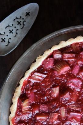 Gluten-Free Raspberry Rhubarb and Almond Tart https://bigsislittledish.wordpress.com/2013/06/13/raspberry-rhubarb-and-almond-tart-gluten-free-or-not/