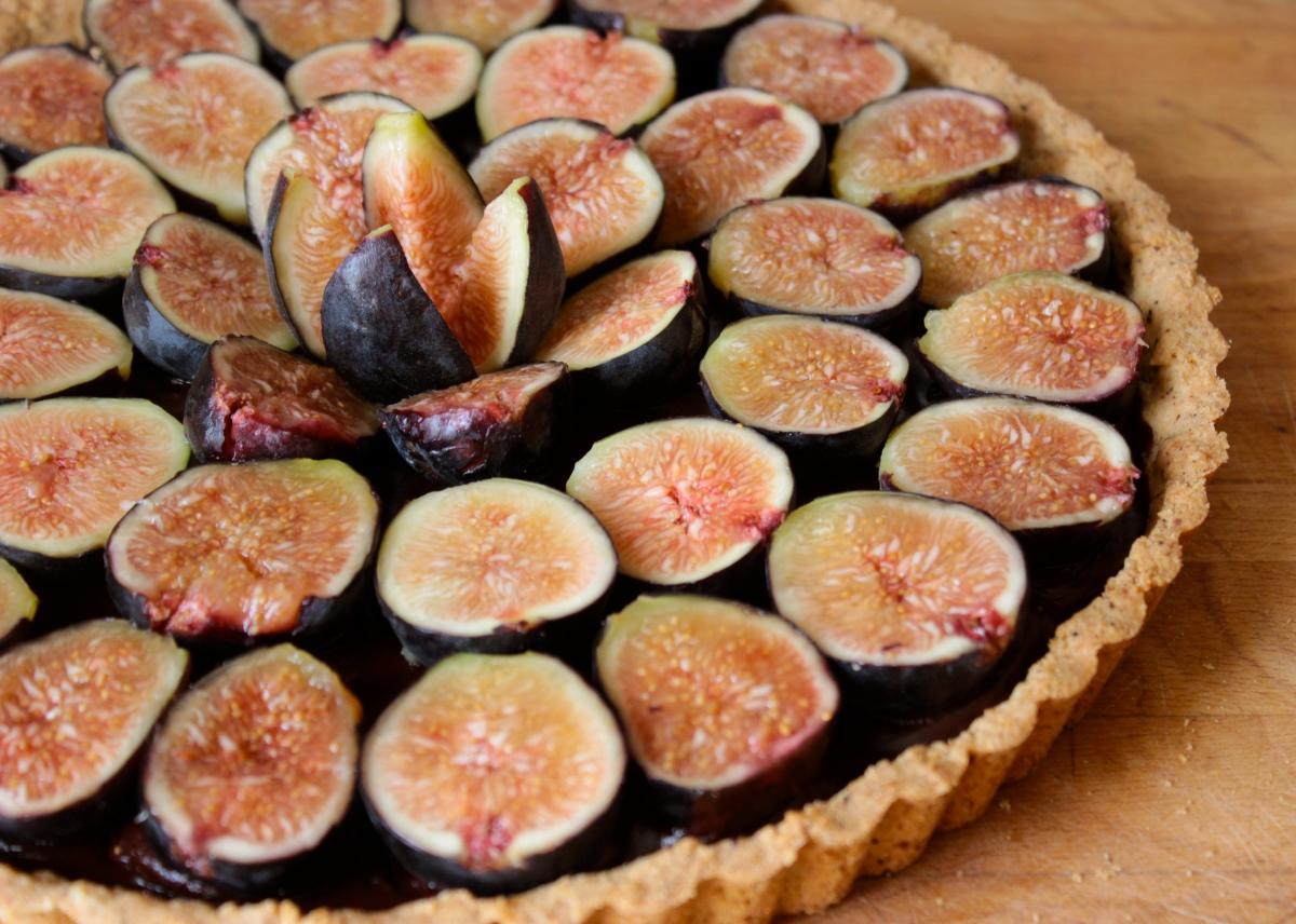 An Aphrodisiac Tart with Fresh Figs, Dark Chocolate and Salted Almond Crust (gluten-free)