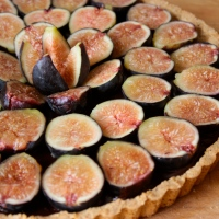 An Aphrodisiac Tart with Fresh Figs, Dark Chocolate and Salted Almond Crust (gluten-free)