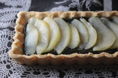 Gluten-Free Black Sesame and Ginger Poached Pear Tart https://bigsislittledish.wordpress.com/2013/12/14/black-sesame-and-ginger-poached-pear-tart-gluten-free/