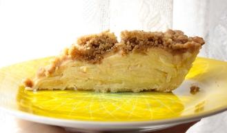 Sour Cream Apple Pie with Walnut Crumble (Gluten-Free) https://bigsislittledish.wordpress.com/2014/11/01/sour-cream-apple-pie-with-walnut-crumb-topping-gluten-free-les-fantome-du-passe-determinent-les-fruit-de-la-tarte/