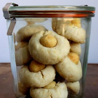 Kook-Kwee Inspired Macadamia and Coconut Shortbread (Vegan and Gluten-Free) https://bigsislittledish.wordpress.com/2015/03/11/kook-kwee-inspired-macadamia-and-coconut-shortbread-gluten-free-and-vegan/