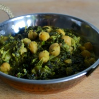 Spinach and Chickpea Curry in Yogurt Sauce